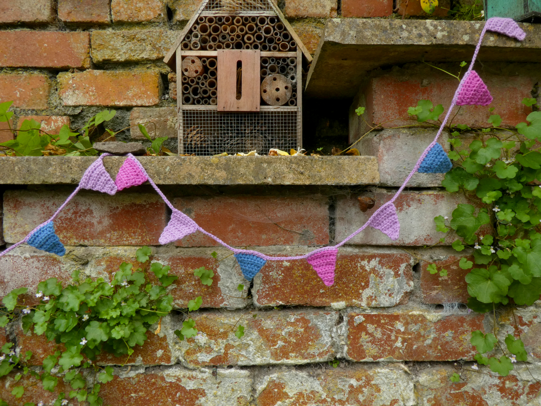 Quick, Colourful Triangle Crochet Bunting