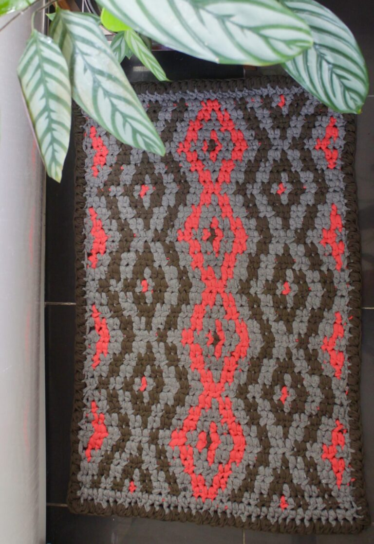 Make an Quick Crochet Diamond Bath Mat – a Free Pattern