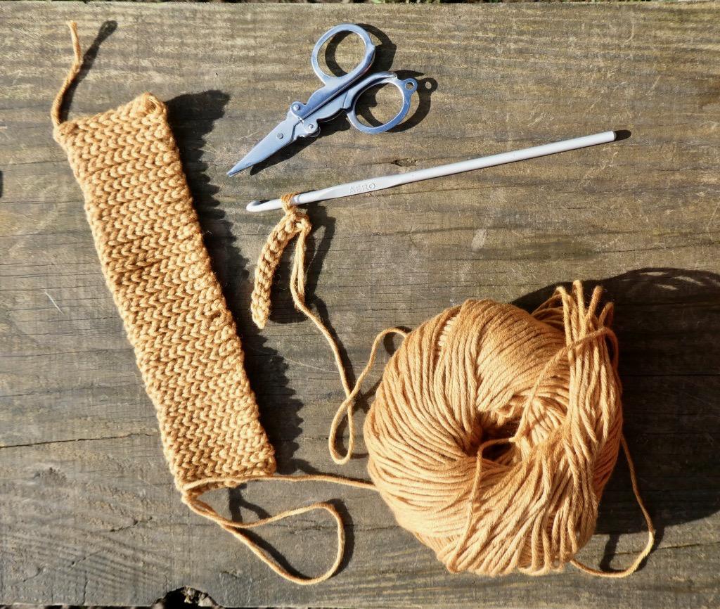 Sistertwist-Crochet-Short-Wrist-Warmers-Free-Pattern
